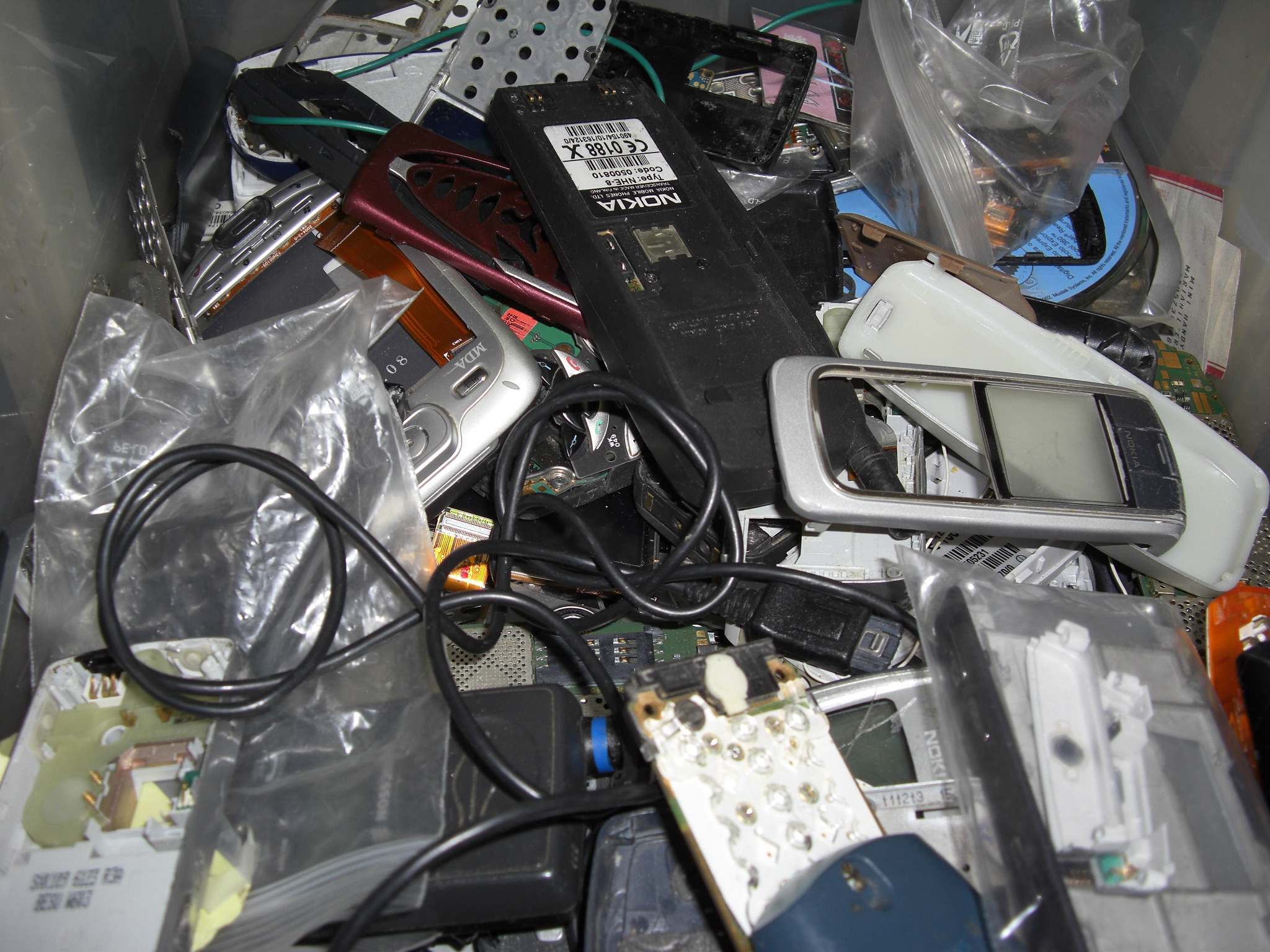 Handy_schrott_mobile_phone_scrap