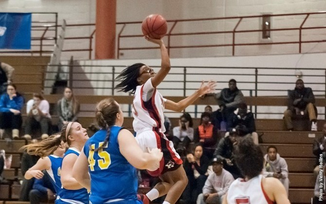 Samantha Bond going for the layup. (PHOTO BY VERITY ROLLINS)